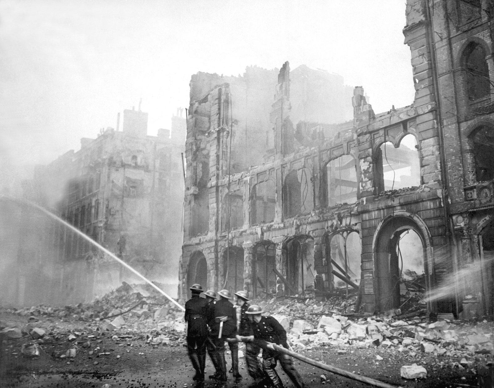 Firemen-work-street-raid-London-1941